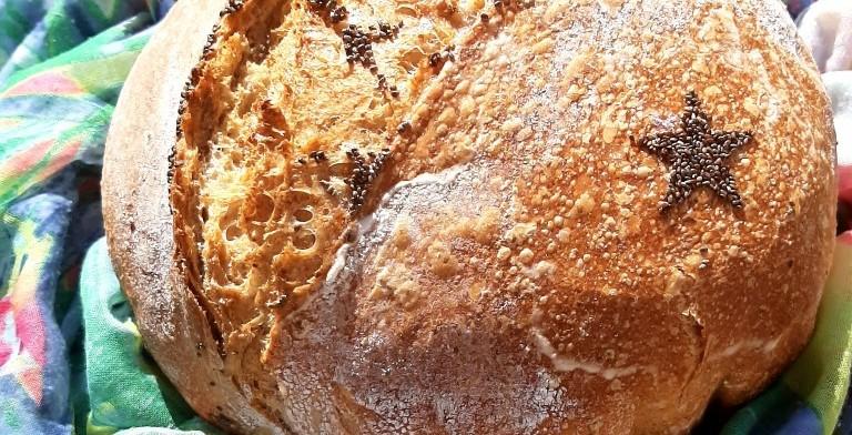 Domáci kváskový chlieb s CHIA semienkami