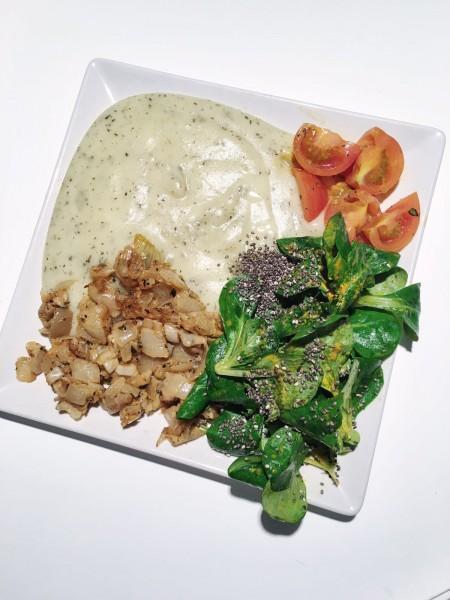Nový recept Polníčkový Chia šalát, osmažená cibuľa a zemiaková kaša