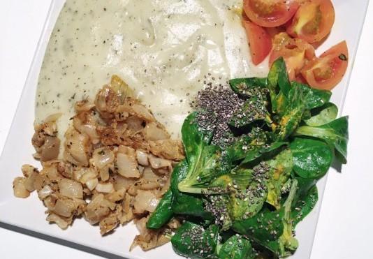 Nový recept Polníčkový Chia salát, smažená cibule a bramborová kaše